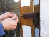 Регулировка дверных пластиковых петель
