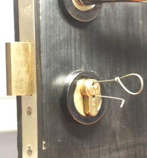 Смотреть онлайн ролик взлом замка, видео взлом замка на сайте Smotri.