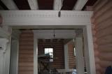 деревянный портал в бревенчатом доме на заказ
