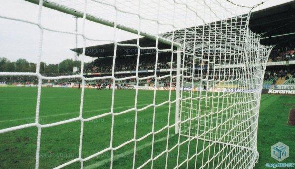 Спортивные сетки для футбольных полей и теннисных кортов.