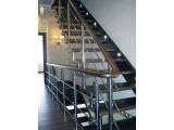 Лестница на больцах с ограждением из нержавеющей стали