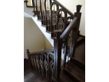 Лестница на металлокаркасе с элементами ковки