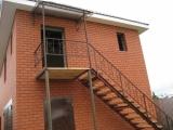 Лестница с козырьком