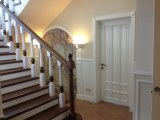Лестницы из натурального дерева на заказ в Москве