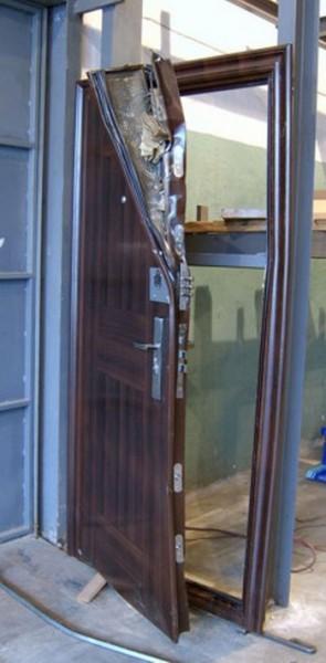 golie-metallicheskie-dveri-spb