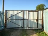 Распащные ворота с калиткой