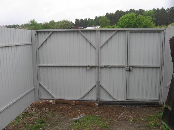 Ворота для дачи распашные из профнастила своими руками